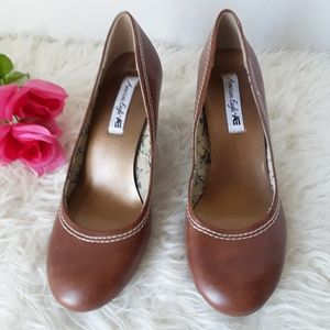 AMERICAN EAGLE ROUND TOE SHOES  SIZE 8
